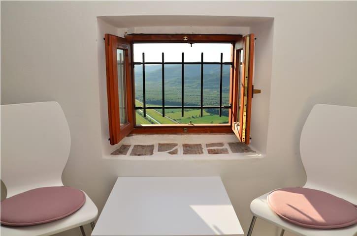 Villa Borgo B&B room with panoramic view top floor - Motovun - Bed & Breakfast