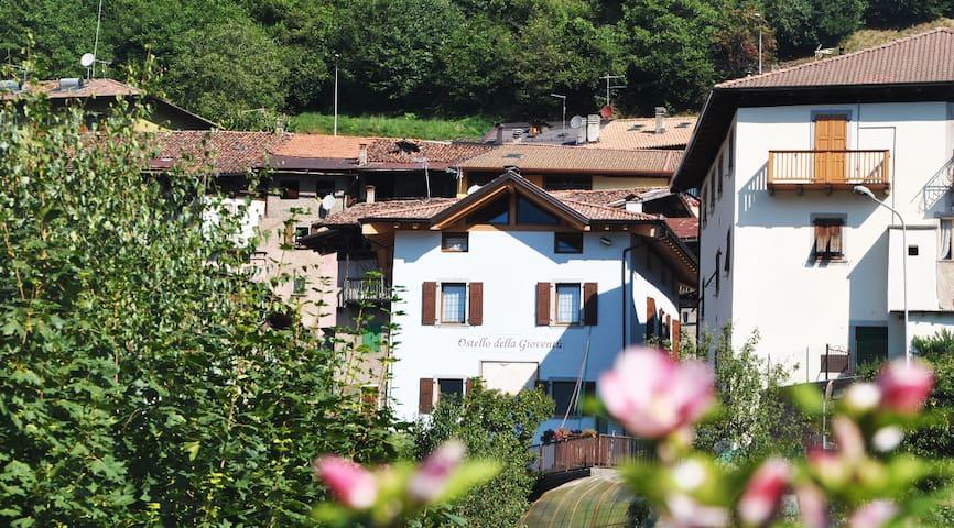 CASA BRIONE, in un borgo come quelli di una volta - Brione