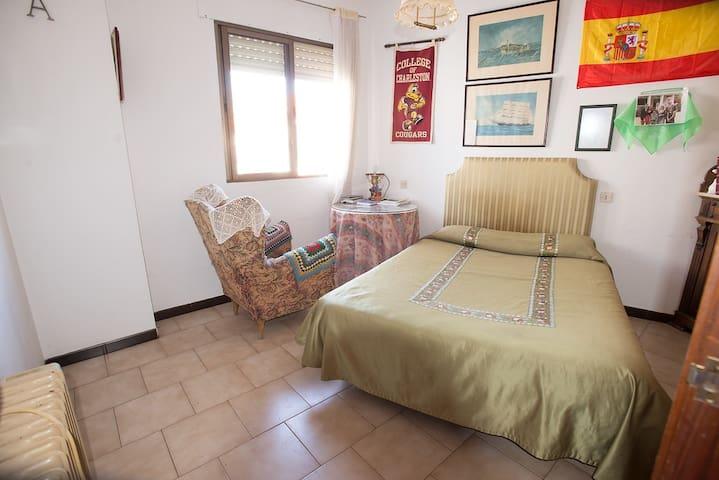 Habitación doble en casa céntrica y acogedora - Trujillo - Radhus