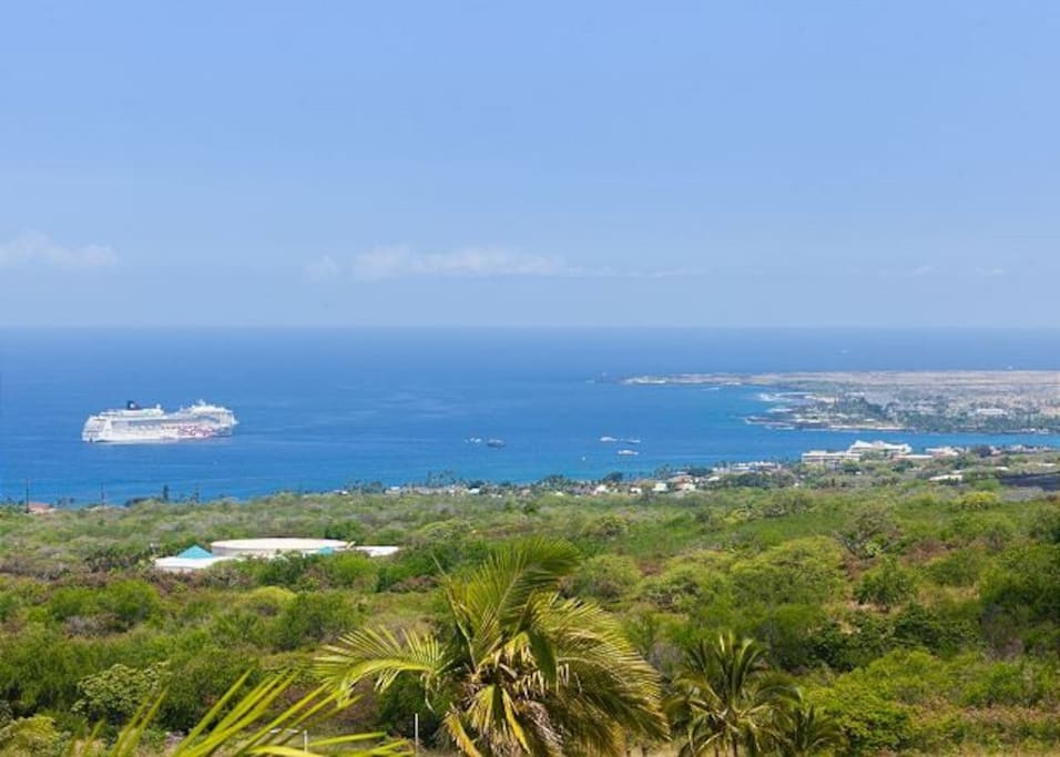 Stunning 180 Degree Views of Kona Coast and Village