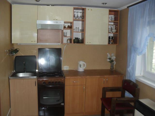 небольшой уютный домик+беседка - Миколаїв - House