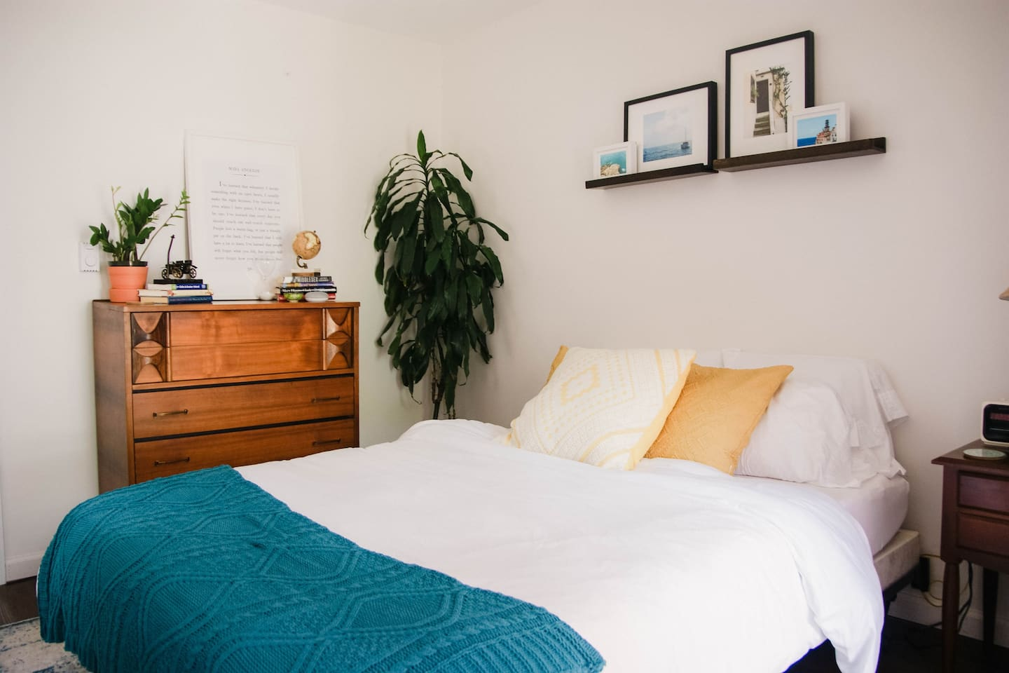 charming bright studio 2 5 blocks to the beach apartments for