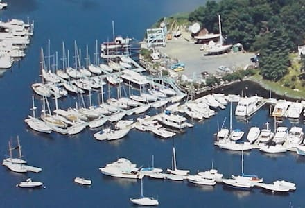 Waterfront living on a boat in private club - New Rochelle