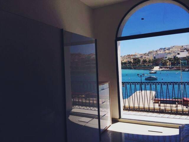 New Seaview Apt, Overlooking M'Scala Harbour!!