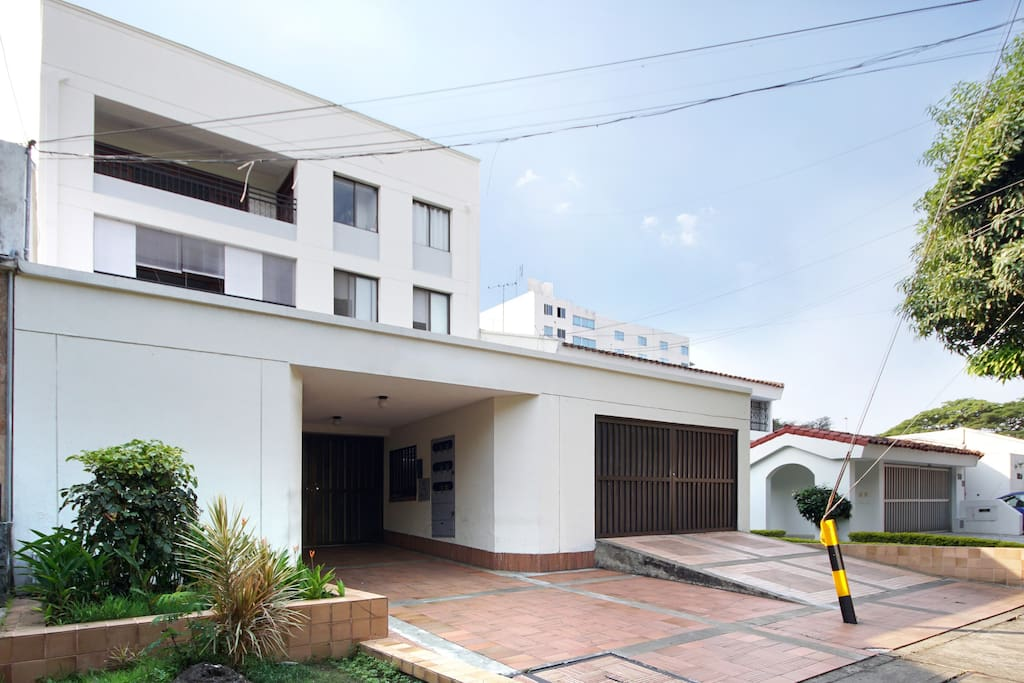 Cali ciudad jardin 3 bethroom apt apartments for rent for Cali ciudad jardin