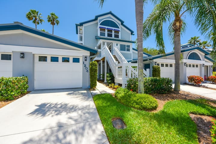 Excellent beach location great amenities 2 bdr for Stile key west
