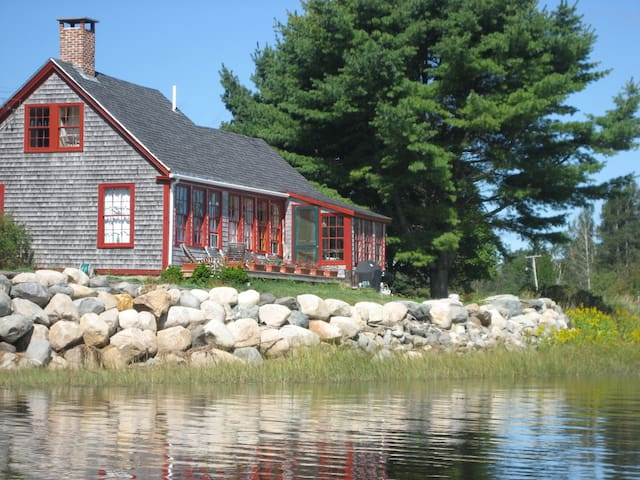 Waterfront Heron View Cottage on Machias Bay