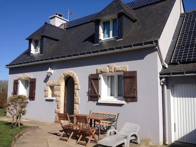 Chambre à 2 km de la mer et 1,5 km du bourg - Ploemeur - Hus