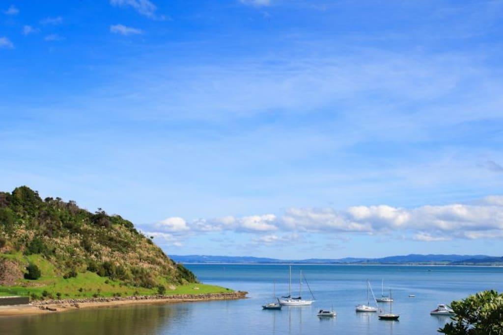 Waterfront views Taurikura Holiday Home