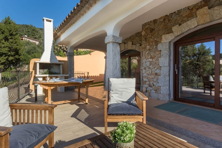 Magnifique Villa Ginevra avec connexion Wi-Fi, terrasse et piscine ; parking disponible