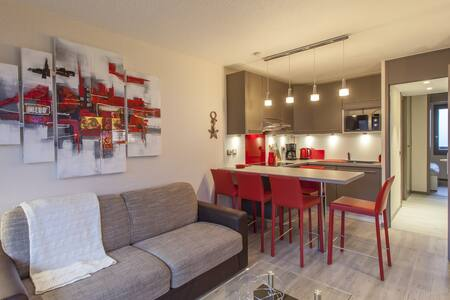FULLY EQUIPPED & BRIGHT APARTMENT 30 METERS FROM THE SKI RESORT