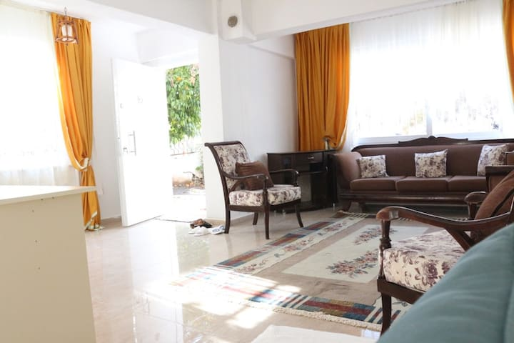 A GARDEN FLAT IN THE MIDDLE OF MARMARIS