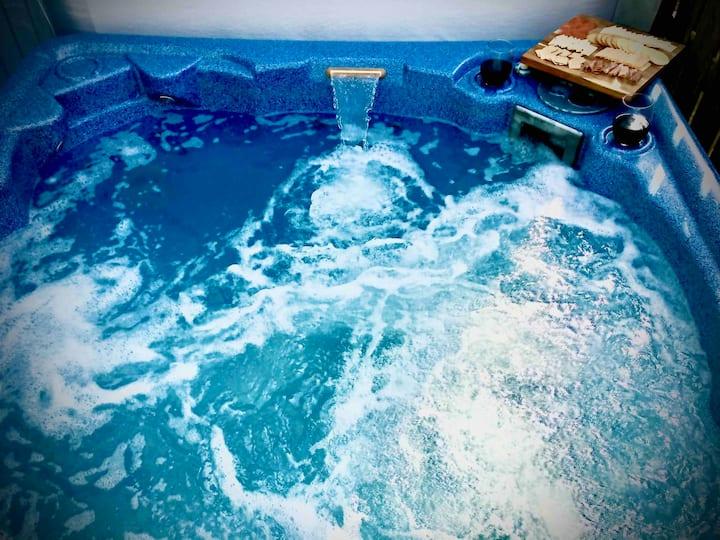 **Hot Tub, Inground Pool, King Bed...OBX Oasis!!
