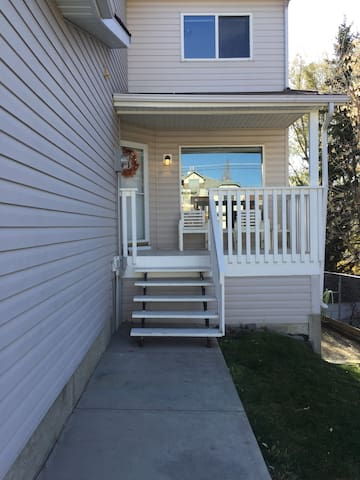 4 Bedroom Spacious Home in downtown Okotoks