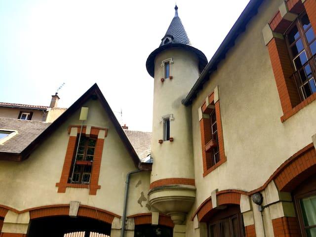 Moitié de dépendance en centre ville (chambre 1) - Clermont-Ferrand - Maison de ville