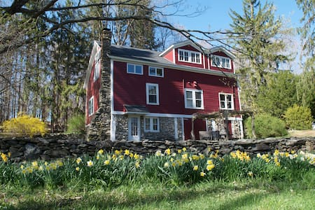 Converted Barn on 5+ Acres. WiFi & Treehouse! - Clinton Corners - Hus