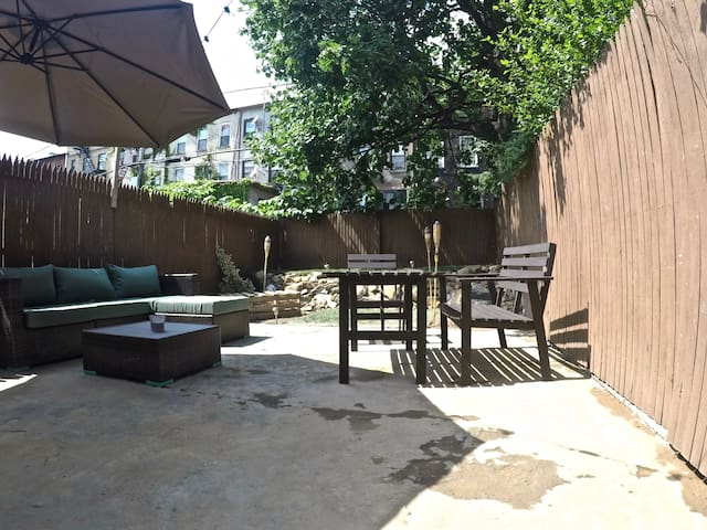 Historic 2 br 1 bath w shared backyard guest suites for for Backyard guest house with bathroom