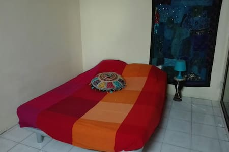 Room in well furnish flat - Phnom Penh - 公寓
