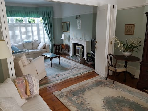 Spacious ground floor flat with private garden