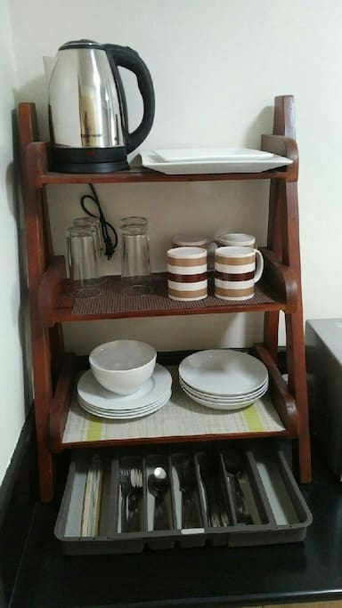 Utensils and Dishes set of 4