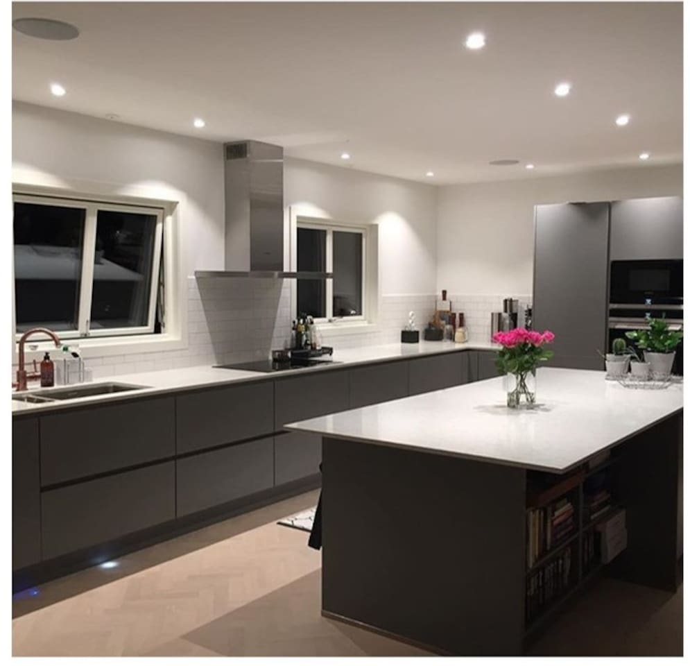 Spacious kitchen with everything needed to make a nice breakfast/Lunch/dinner.  Large fridge, freezer, microwave, oven and dishwasher