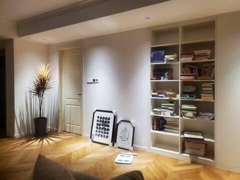 【Cozy home】①法式巴黎公寓风,自住房屋,仅接待女生!交通方便,有巨幕投影。