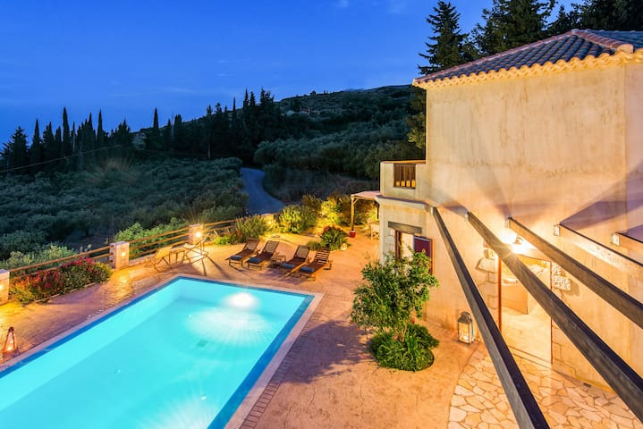 Villa Azzurra- The swimming pool and the view