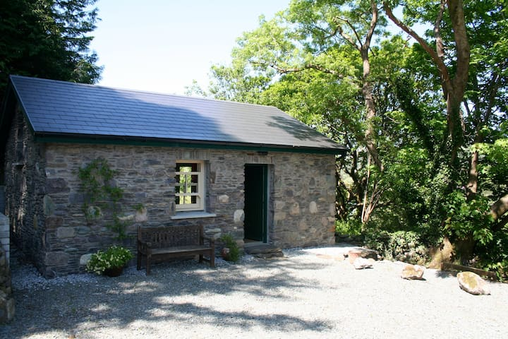 Bothy in scenic mountain valley - Beara