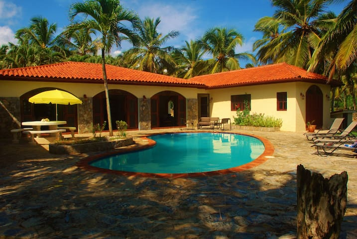 On the Ocean.Great pool.Sleeps 10. - Las Galeras - Rumah