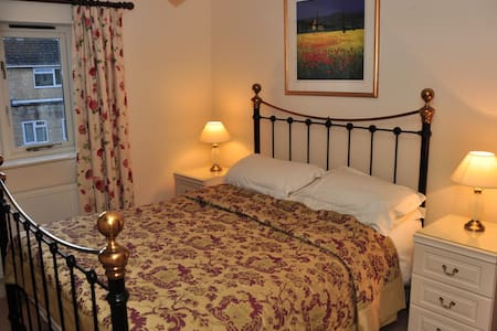 4 Star Cotswold stone cottage - Winchcombe