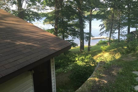 Lakeside 1 Bdrm cabin 5 minutes to Parry Sound - Parry Sound - 小木屋