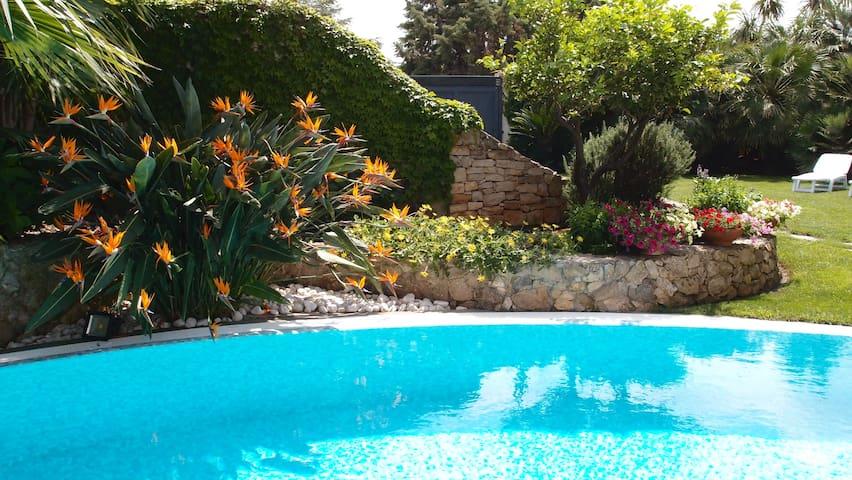CamelieSuites LECCE - VILLA con giardino e piscina