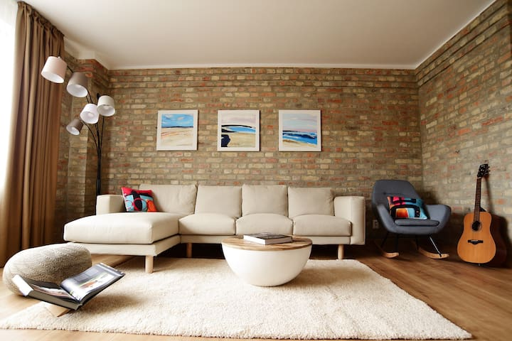 Art Gallery apartment - cozy place to accomodate