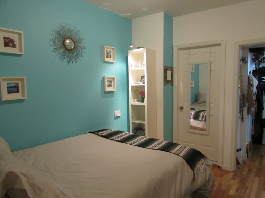 Queen Bed - Perfect Size Room w/ Privacy from the Living Room!