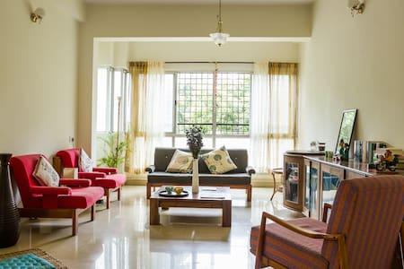 Modern Startuplike Arty Apartment - Bangalore - Apartmen