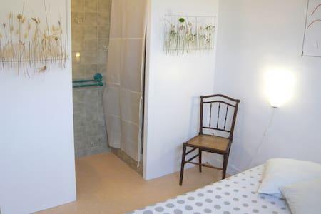 Chambre d'hôtes / maison d'artistes - Rezé - House - 2