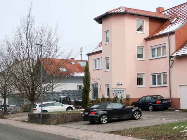 Well equipped, spacious apartment partly furnished with antiques