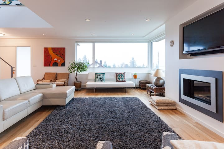 Bright room with views of Vancouver - North Vancouver - House