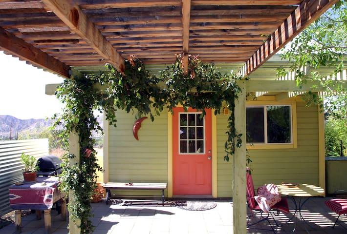 Terri's' Tiny House - Yucca Valley