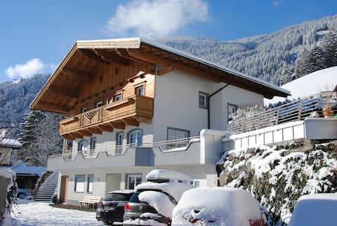 """App 5 persons"" in the Apartment House Alpenjuwel near several Ski Resorts with Wi-Fi & Balcony; Parking Available"
