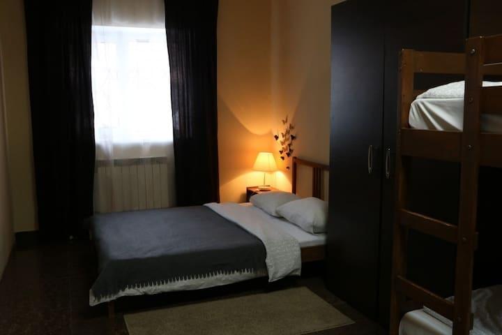№2 Семейный номер с двуспальной кроватью