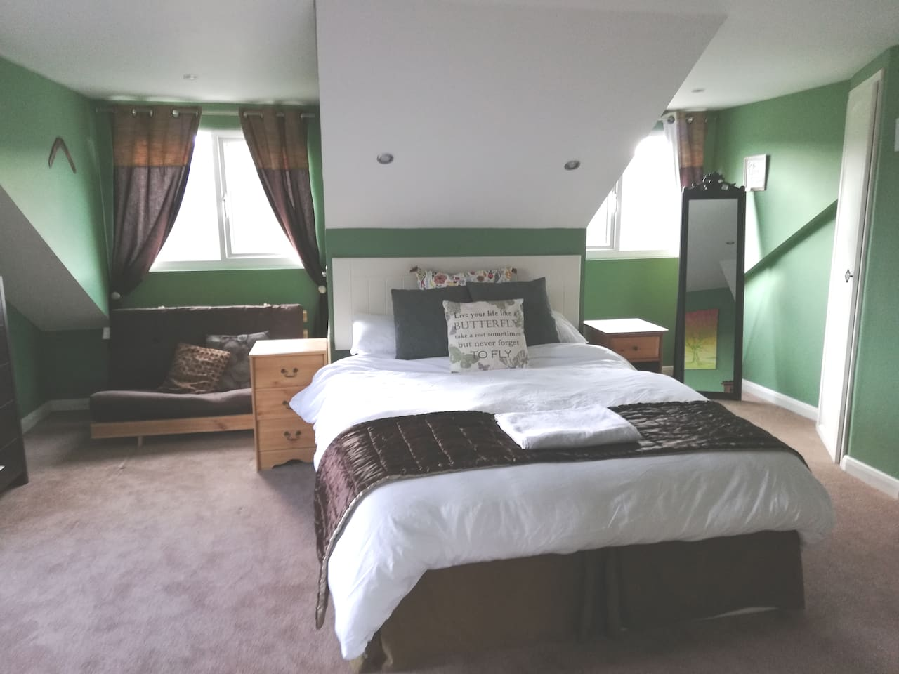 King sized bed in a light and comfortable room.