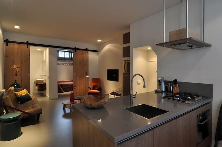 Intimate jordaan luxury apartment appartamenti in for Appartamenti amsterdam jordaan