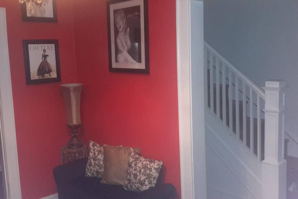 Marilyn Monroe in the red room ;-)