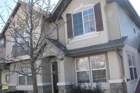 Convenient, Charming Orem Town Home - House
