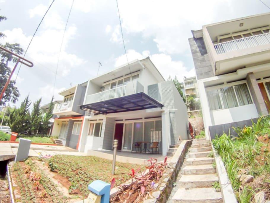Rey Villa Dago Pakar Resort - Houses for Rent in Bandung