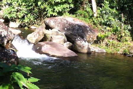 Sitio com cachoeira privativa na mata atlântica - Cachoeiras de Macacu - Cabaña