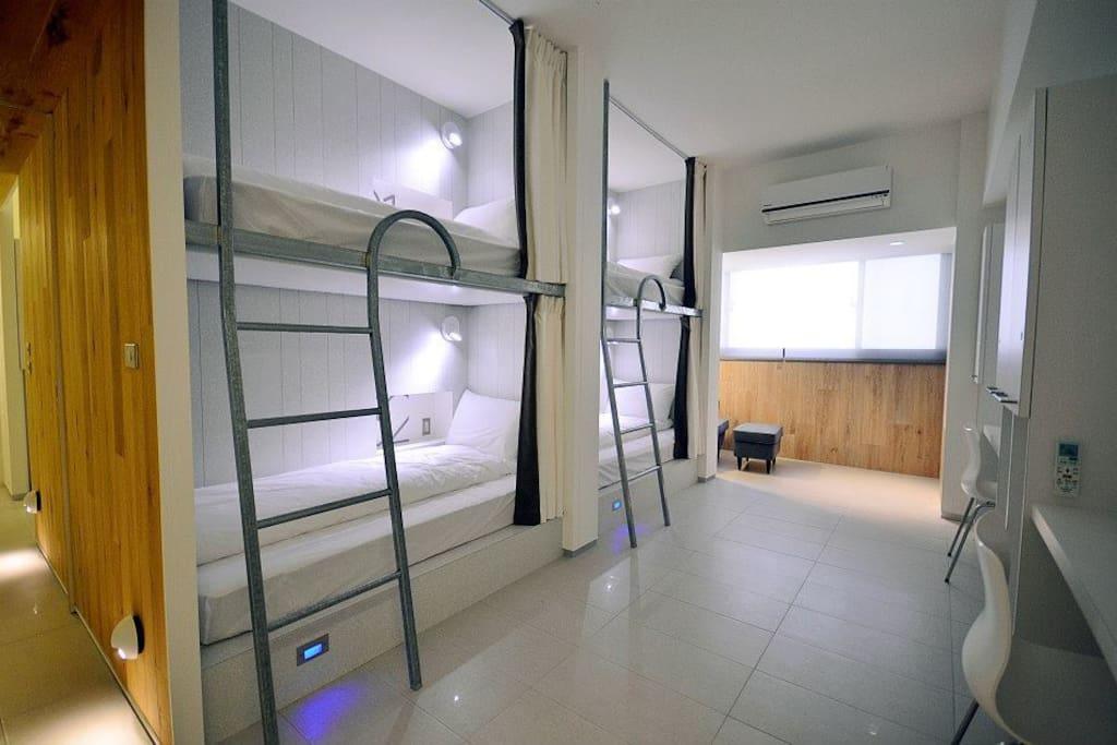 每間房間都是四人房