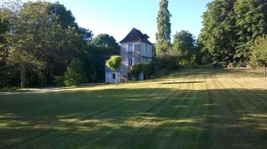 Maison calme  à la campagne avec joli parc - Augerans - Dom