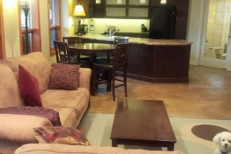 Luxury river view suite in heart of Kootenays - Castlegar - Apartment